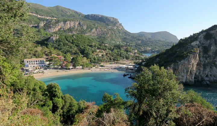La baie d'Agios Spyridon à Palaiokastritsa sur l'île de Corfou
