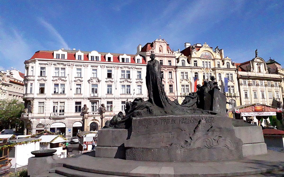 Monument Jan Hus sur la place de la Vieille Ville de Prague