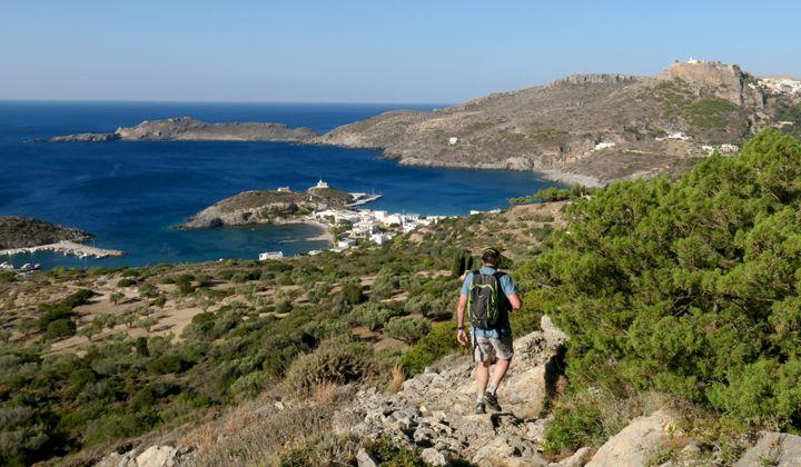 Randonnée sur l'île de Cythère au-dessus de la baie de Kapsali