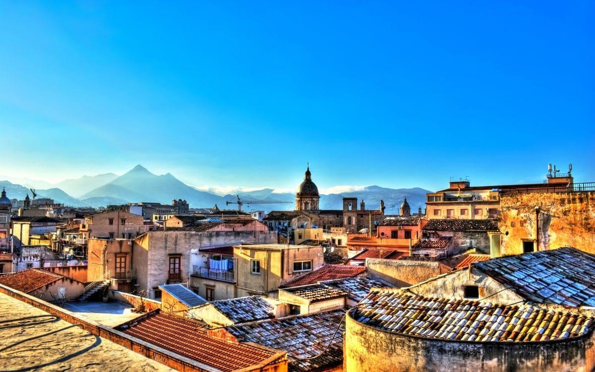 Théâtre romain à Taormine avec l'Etna en arrière plan