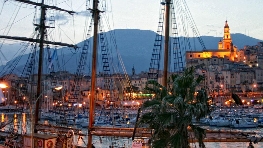 Image Réveillon à Menton : mer et balcons de la Côte d'Azur