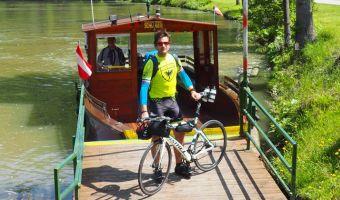 Cycliste au bord du Danube