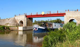 Voyage en véhicule : Provence et Camargue au fil du Rhône à vélo et bateau
