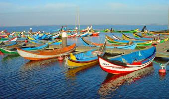 Bateaux sur la côte Atlantique du Portugal