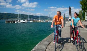 Cyclistes au bord du lac de Constance