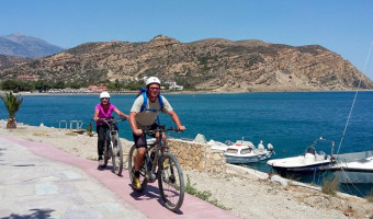 Cyclistes à VTT électrique en Crète