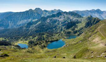 Les étangs Noir, Bleu et de Rabassoles depuis le pic du Tarbesou