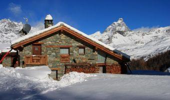 Maison à Cheneil dans la vallée d'Aoste et le Cervin