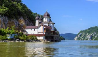 Monastère de Mraconia au bord du Danube