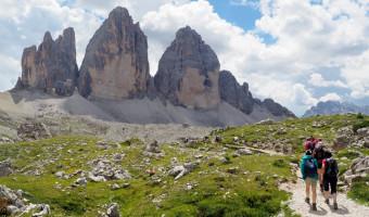 Randonnée devant les Tre Cime di Lavaredo dans les Dolomites