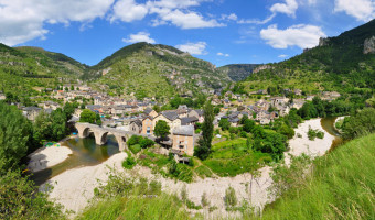 Sainte-Énimie dans les gorges du Tarn