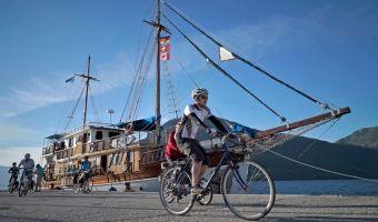 Voyage sur l'eau : Le Golfe de Corinthe et les îles Ioniennes, de Corfou à Athènes à vélo bateau