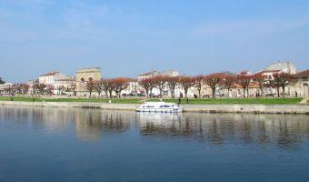 Ville de Saintes et la Charente