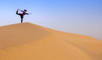Yoga dans le désert du Sahara