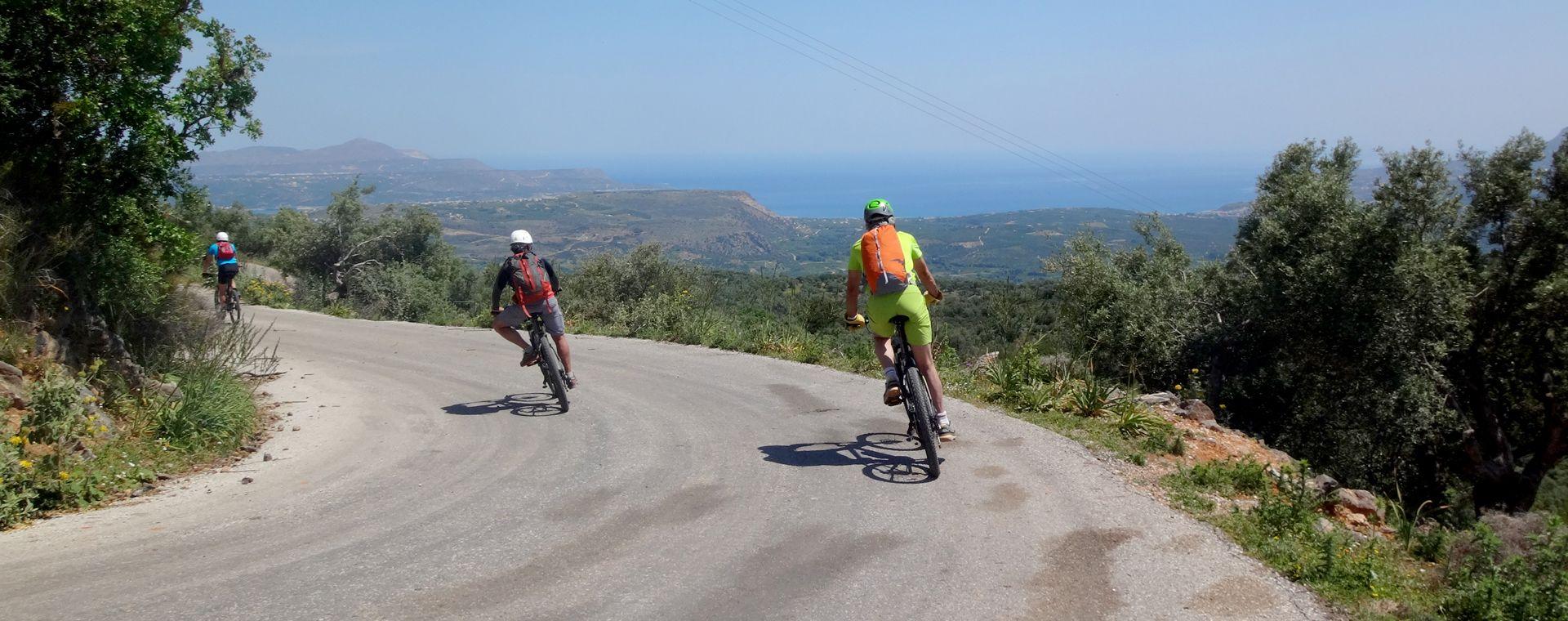 Voyage en véhicule : Traversée de la Crète en vélo à assistance électrique